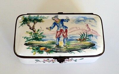 ANTIQUE FRENCH VEUVE PERRIN HAND PAINTED HINGED SNUFF BOX. 18th CENTURY.