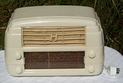 Vintage Hotpoint Bakelite mantle radio, model 527MA, in excellent condition,