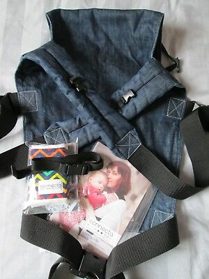 Connecta Baby Carrier Denim, great condition, full instuctions and teething pads