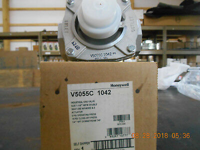 "Honeywell V5055C1042  1 1/4"" Gas Valve w/couble seat"