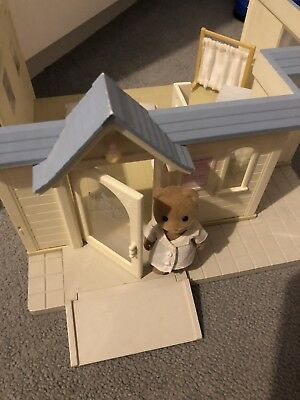Sylvanian Families Doctors Clinic With Doctor  Bear And Accessories. Vgc
