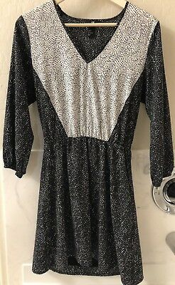 H&M Womens Black Grey White Casual Dress Knee Length V-neck Size 6 Pre-owned