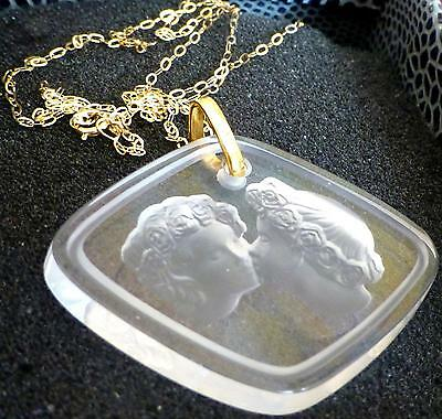 Valentine  Lalique  Crystal Lovers Pendant  9 Ct Gold Chain - Special £80 0Ff