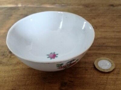 19Th Century Porcelain Chinese Hand-Painted Tea Bowl With 4 Character Mark