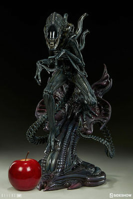 Sideshow Alien Warrior statue New In Box HR Giger Xenomorph