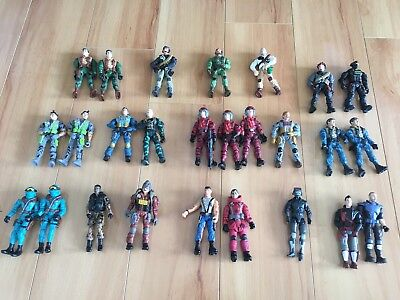 Lot of G.I. Joes Figurines 26 with Guns Assortment
