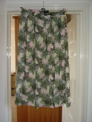 Beautiful Skirt by Yours Size 18 BNWT.