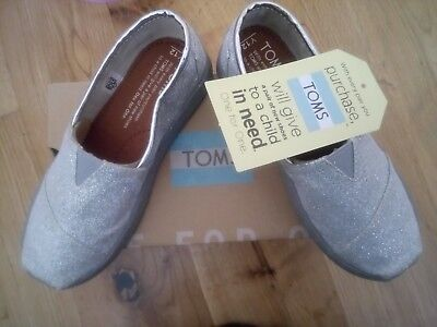 Girls TOMS glitter Silver Shoes Trainers. BNIB. Size 11. RRP £35