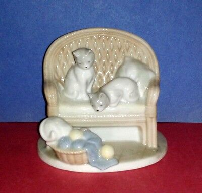 """GEORGE GOOD Cat Figurine """"Cats On Sofa With A Basket of Yarn"""" RARE VINTAGE"""