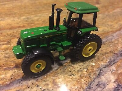 Ertl John Deere Enclosed Tractor 1/64 Scale Vintage Great Condition