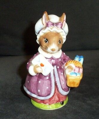 Beatrix Potter MRS RABBIT / PETER RABBIT Figurine Figure Statue With Mail Basket