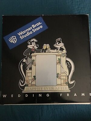 """Pepe & Penelope Wedding Photo Frame NEW in BOX Looney Tunes,""""Happily Ever After"""""""
