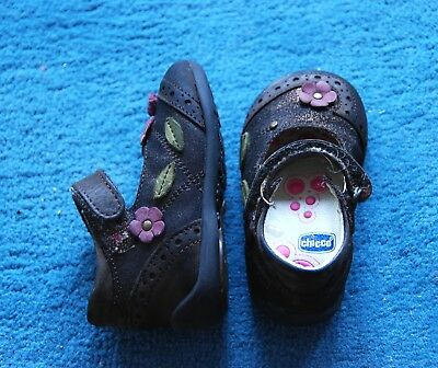 Chicco: superbes chaussures T 20  TBE