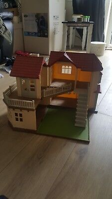 Sylvanian Families Beechwood Hall complete with room divider stairs lights