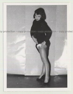 Pretty Model From The 50s Undresses 2 / Shows Leg (Vintage Photo B/W 1950s)