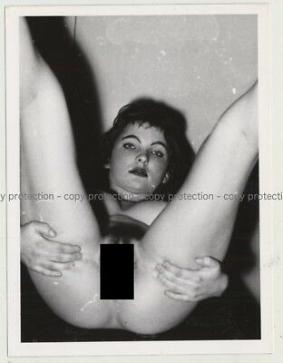 Pretty Nude Model From The 50s / Eyes - Bush (Vintage Photo B/W 1950s)