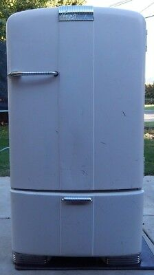 Vintage Kelvinator Fridge Purchased in 1947 Stays Nice and Cold