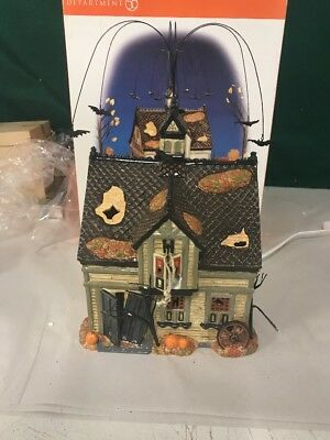 Dept 56 - Halloween creepy creek carriage house - working in Boxed w/Issue