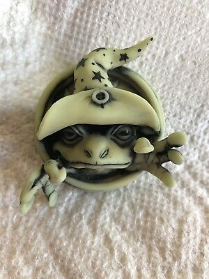 Neil Eyre Designs 2018 Halloween Glow in dark 3D frog witch magnet stars LE 20