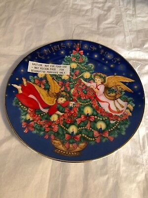 Avon 1995 Christmas Plate Angels Trimming The Tree Art By Peggy Toole Nib