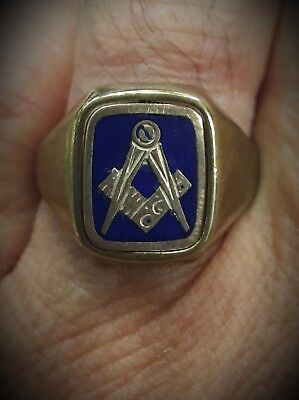 Anello in oro massonico con punzoni. Masonic ring in gold with marks.