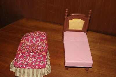"""Fisher Price Doll Bed with Cloth Blanket Mattel 2005 Plastic 7"""" long Mom & Dad"""