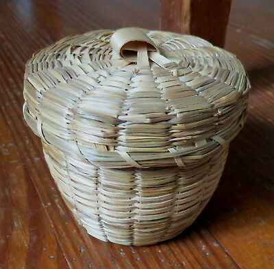 SMALL MOHAWK INDIAN BASKET St. REGIS RESERVATION NATIVE AMERICAN IRENE RICHMOND