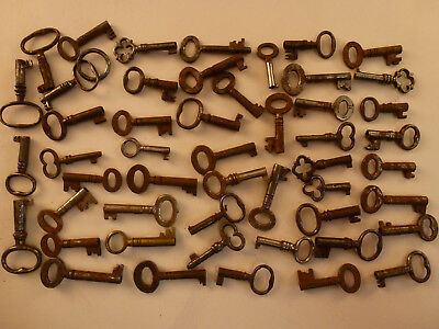 GOOD COLLECTION OF 50 SMALL ANTIQUE FURNITURE and BOX KEYS