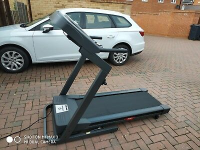 Horizon Fitness 821T folding treadmill with incline and heart rate fold