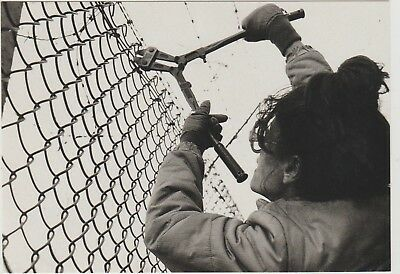 Women's Peace Campaigner Cutting Wire Greenham Common Oct 1983 Vintage Postcard