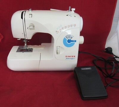 Vintage SINGER FEATHERWEIGHT 2 118 Electric Sewing Machine In White Unboxed GWO