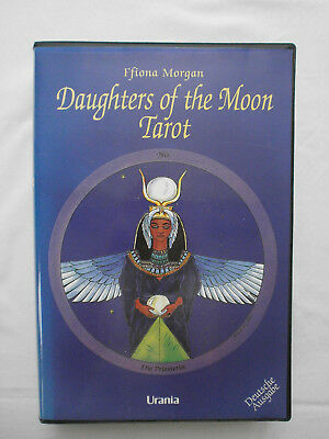 Daughters of the Moon, Tarotset mit Buch