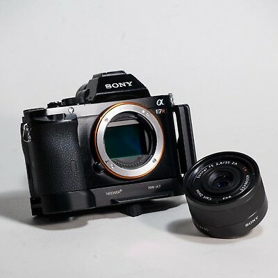 Sony Alpha A7R 36MP w/ Sony Zeiss Sonnar FE 35mm 2.8 Lens & Neewer L-Plate