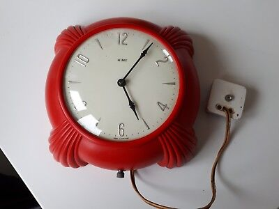 Vintage 1930s/40s Metamec art deco red Bakelite electric wall clock