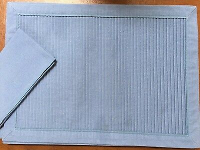 6 beautiful blue pleated placemats and napkins