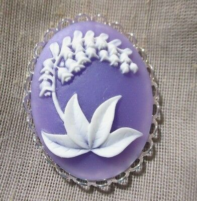XL CAMEO BUTTON OF PRETTY WHITE LILYS OF VALLEY LILAC BACKGROUND 1-1/2 in