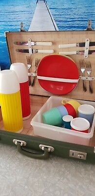 Retro Vintage 50's Picnic Set For 4 In Suitcase