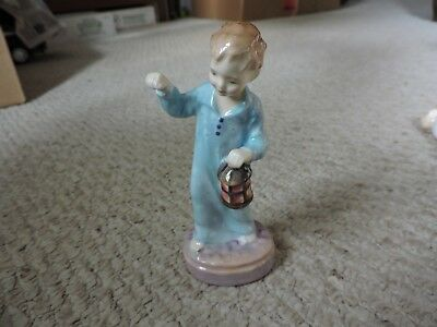 Royal Doulton England Porcelain Figurine Wee Willie Winkie HN 2050, LOOKS GREAT!