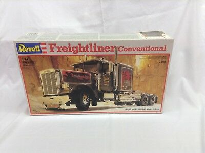 Revell Freightliner Conventional - No. 7508 **SEALED**