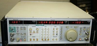 FLUKE 6071A 200 kHz - 1.04 GHz RF Generator and Manuals
