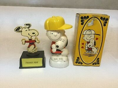 Vintage 1971 Peanuts Gang by Avon Charle Brown And Snoopy non-tear shampoo.