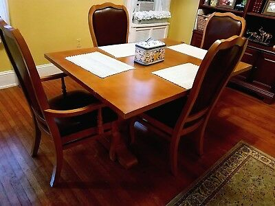 Formal dining room wood table with expansion and 6 chairs. (Local pick up only)