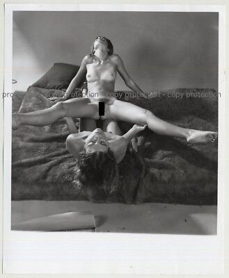 2 Slim Nude Females In Great Artistic Pose / Photo Art (Vintage Photo Master 197