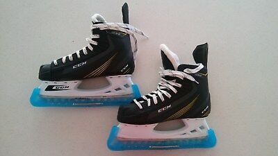 CCM 1052 ice hockey skates size 7 excellent condition with skate guards