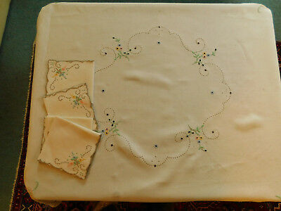 Vintage tablecloth linen embroidered small square serviettes 4 person