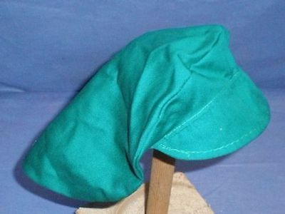 Puppenmütze grün mit Schild/ doll cap green with shield
