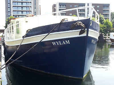 houseboat london Docklands on transferable residential moorings. 5 bedrooms