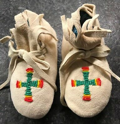 NOS Handmade Native American Indian Beaded Soft Sole Baby Moccasins with Cross