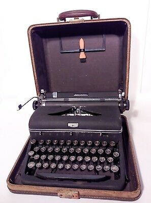 Royal Quiet Deluxe Portable Typewriter Vintage 1940's in Original Case