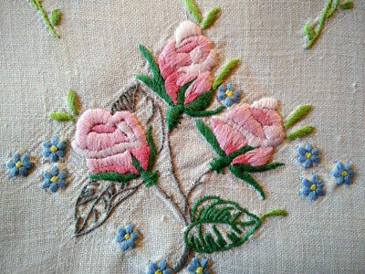 Gorgeous Pink Roses & forgetmenots  ~Vintage Hand Embroidered Centrepiece